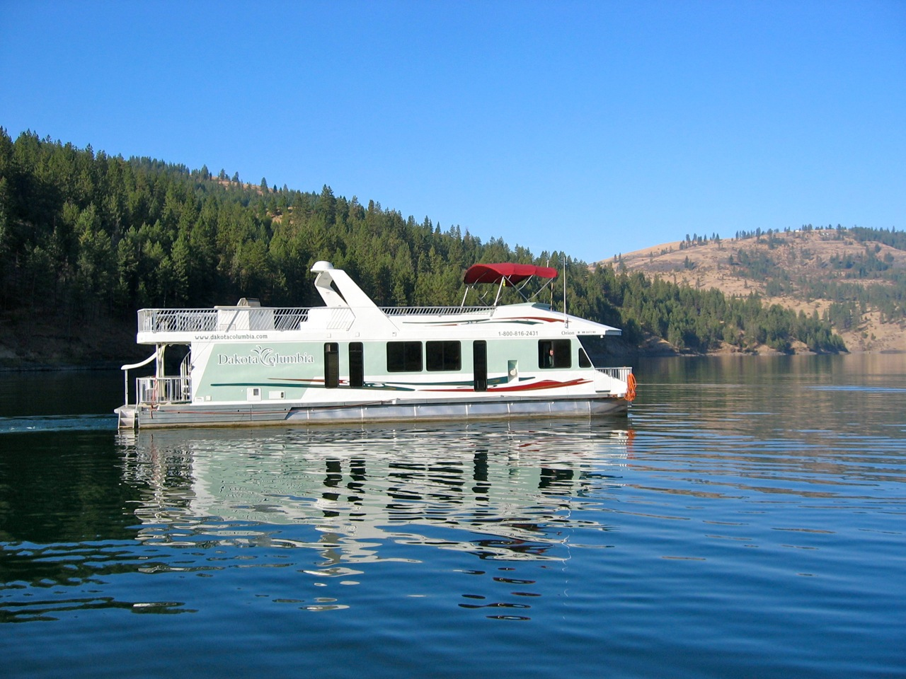 Dakota Columbia Houseboat